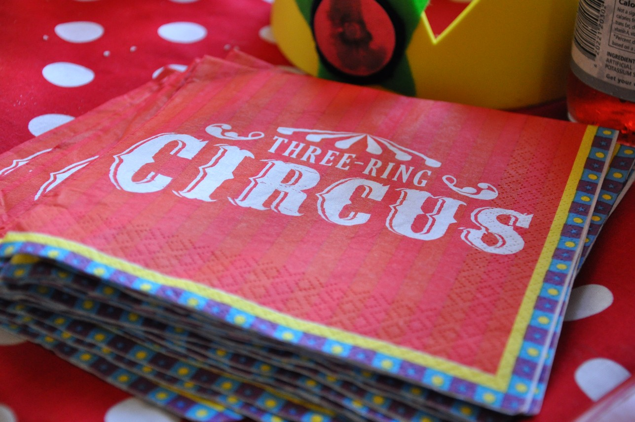 circus birthday party napkins & Evan\u0027s First Birthday: Circus Party Decorations