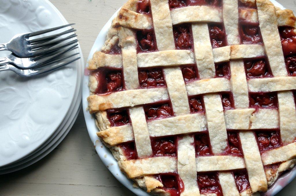 lattice top sour cherry pie