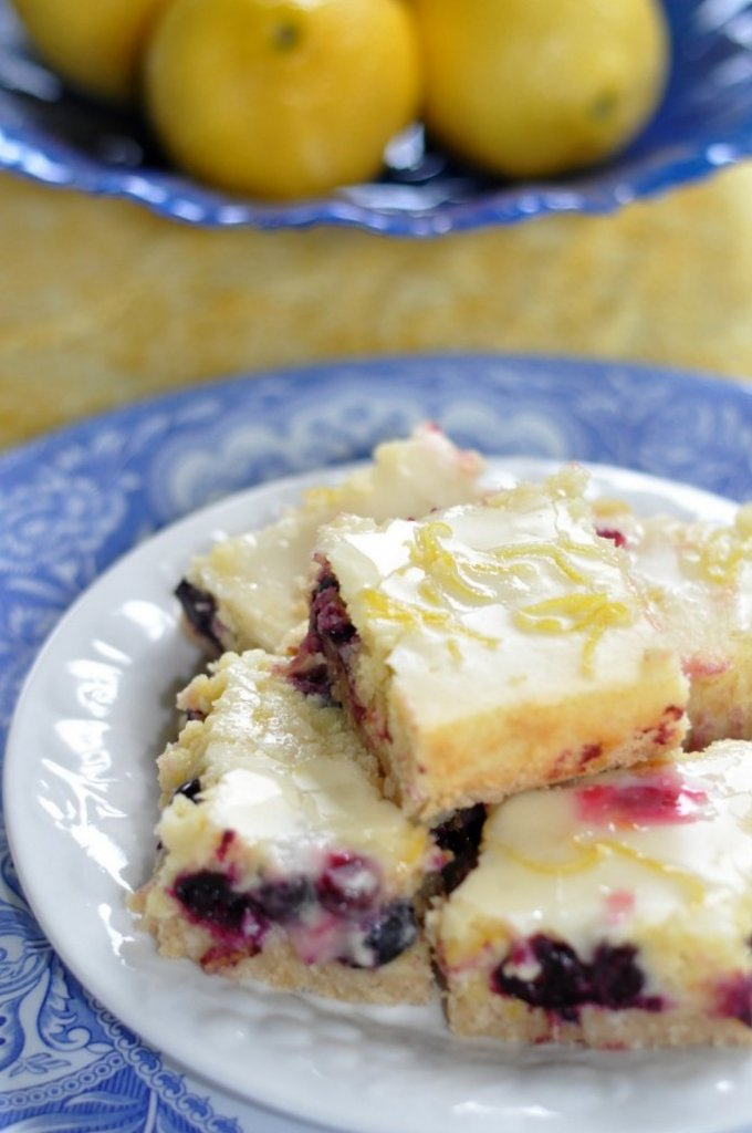 nut crust no bake blueberry cheesecake with graham cracker crust
