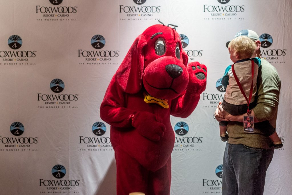 clifford the big red dog at fox theater-3